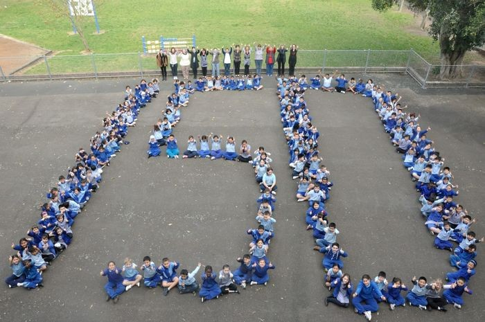 Students forming 150 in photo to celebrate 150 years of Belmore South Public School
